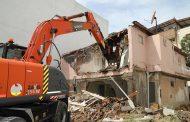 Gaziemir'de tespit edilen riskli yapılar yıkılıyor